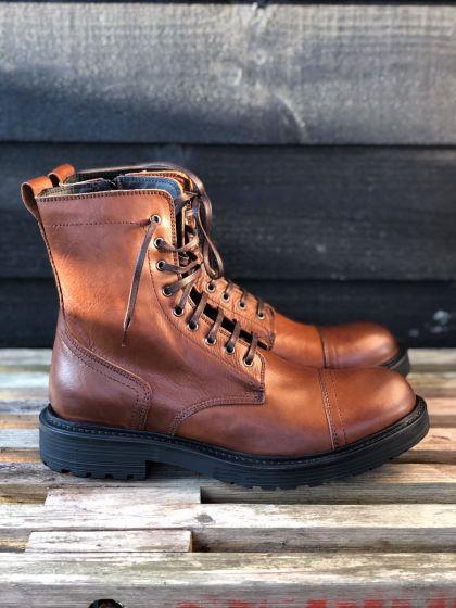 Håndsyet italiensk læderstøvle NC872, cognac